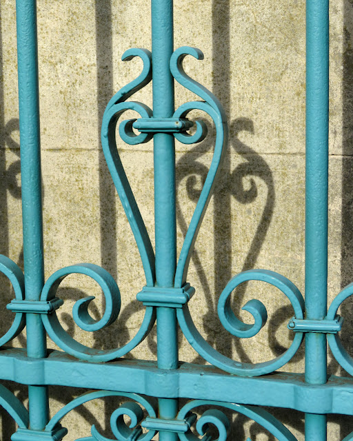 A detail of the gate of the Parterre, Viale Carducci, Livorno