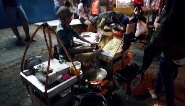 Makanan Enak Di Pinggir Jalan Kota Bandung Yang Wajib Anda Coba  Makanan Enak Di Pinggir Jalan Kota Bandung