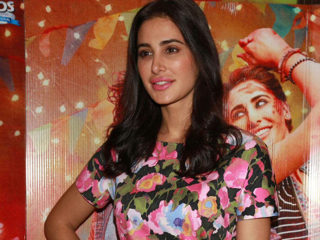 Nargis Fakhri Latest Hot Hd Wallpaper Pictures Gallery -6355