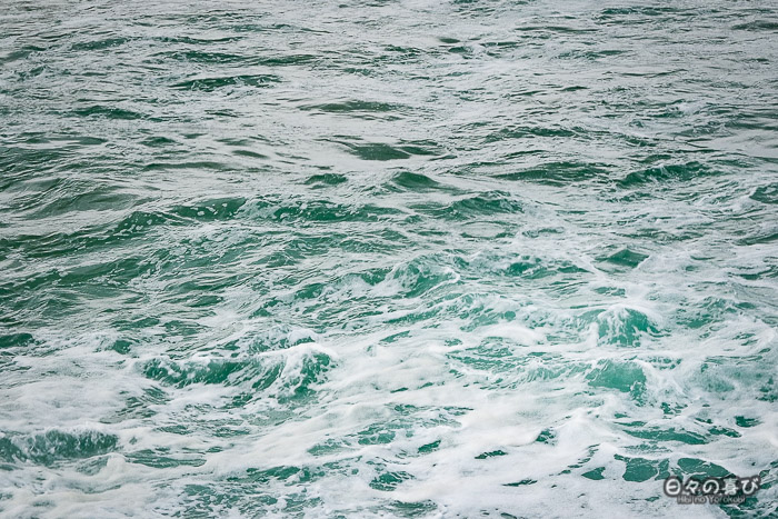 zoom vagues mer du japon écume