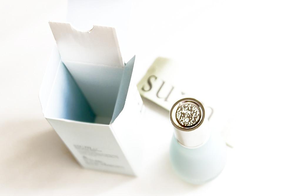 su:m37 Signature Essence Fine-Moisturizer packaging