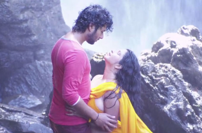Bollywood Actress Meera Hot & Sexy Scene In Bengali Movie