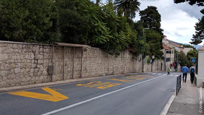 Мини автобусная остановка в Дубровнике
