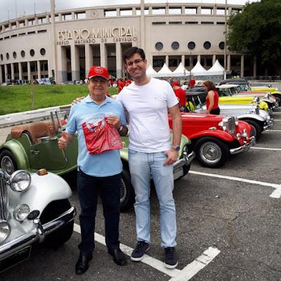 Jeferson e seu filho são de Sergipe. Eles estavam em São Paulo e foram testemunhar a largada do pequeno passeio até Itapecerica.