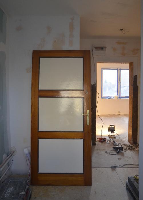 oczyszczanie drzwi drewnianych