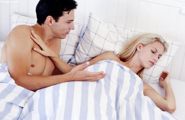 Gối chăn nguội lạnh vì thói quen 'cấm vận' chồng