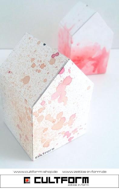 Die Hausbox von Cultform. Ein eindrucksvolles und doch einfaches DIY: kleine Geschenke individuell modern verpacken im aktuellen Watercolor-Trend: zwei Hausboxen Orange, Rot
