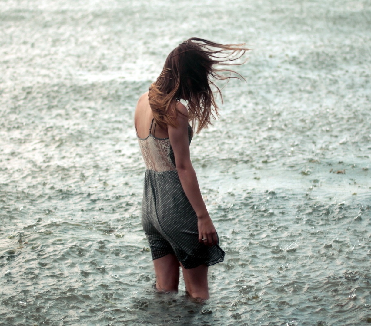 Girl in rain profile dp for whatsapp and facebook freshmorningquotes