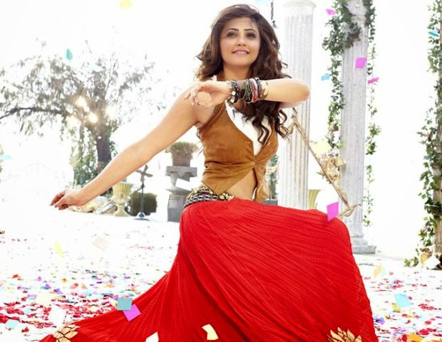 Daisy Shah still while a dance move