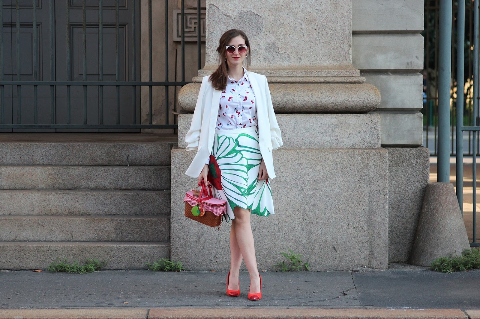 fashion style blogger outfit ootd italian girl italy trend vogue glamour milano fashion week mfw flower skirt accessorize pic nic bag zara blazer red heels hm