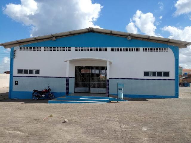 Prefeitura de Piranhas realiza limpeza e pintura no Mercado da Carne