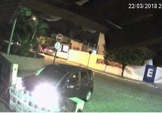 Pâmela Bório invade Granja Santana e derruba portão