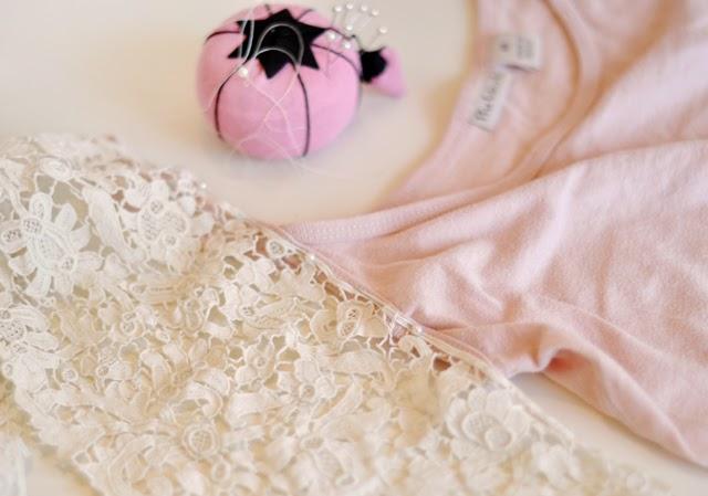 coser el encaje al tirante
