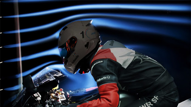 setiap pernik yang ada pada helm selain mempunyai kegunaan untuk menambah estetika atau penampilan Fungsi Spoiler Di Belakang Helm