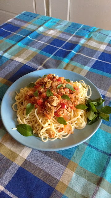 Recipe of the day: Tuna with tomato sauce and basil