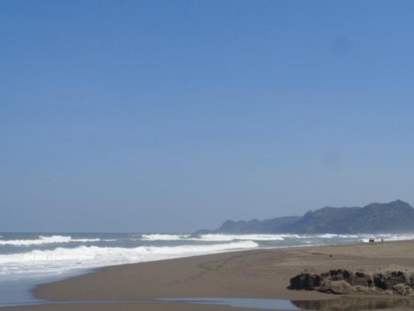 Keindahan Pantai Sawangan Kebumen