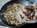 Vita Stroganoff preparare reteta - reintroducem carnea prajita in tigaie