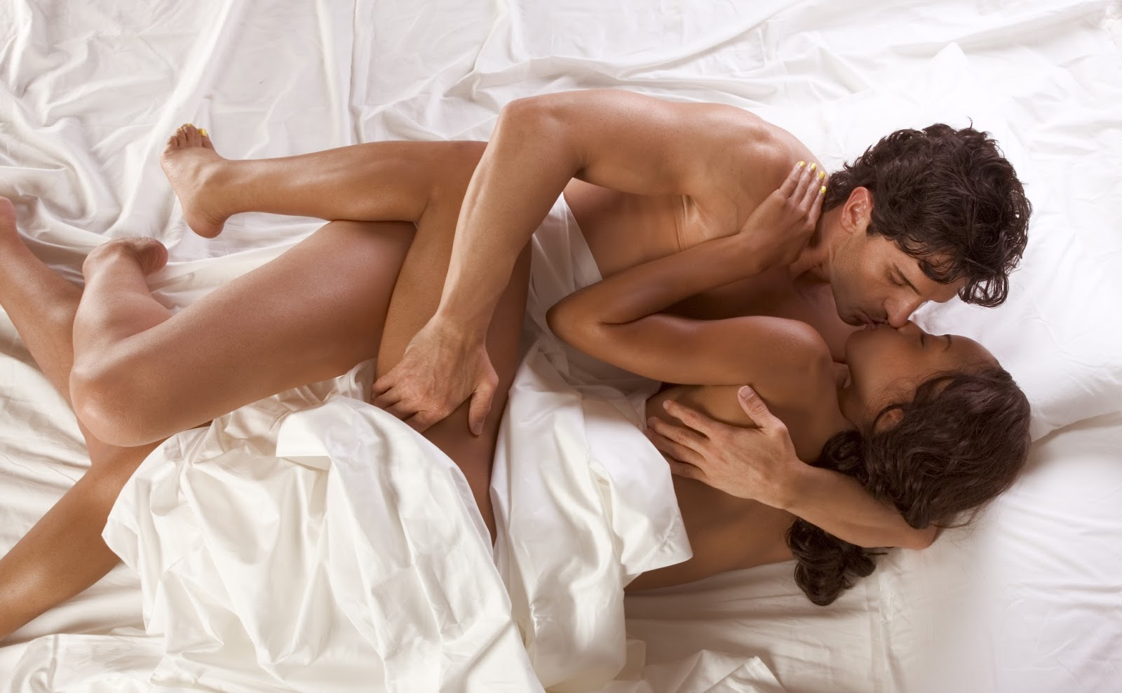 nude-sex-in-bed-couple