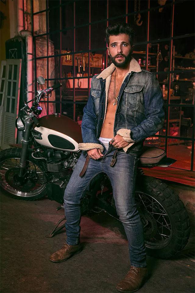Cheio de estilo, Bruno Gagliasso deixa cueca à mostra em clique. Foto: André Nicolau