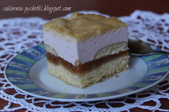 Ciasto z jabłkami i śmietanową pianką