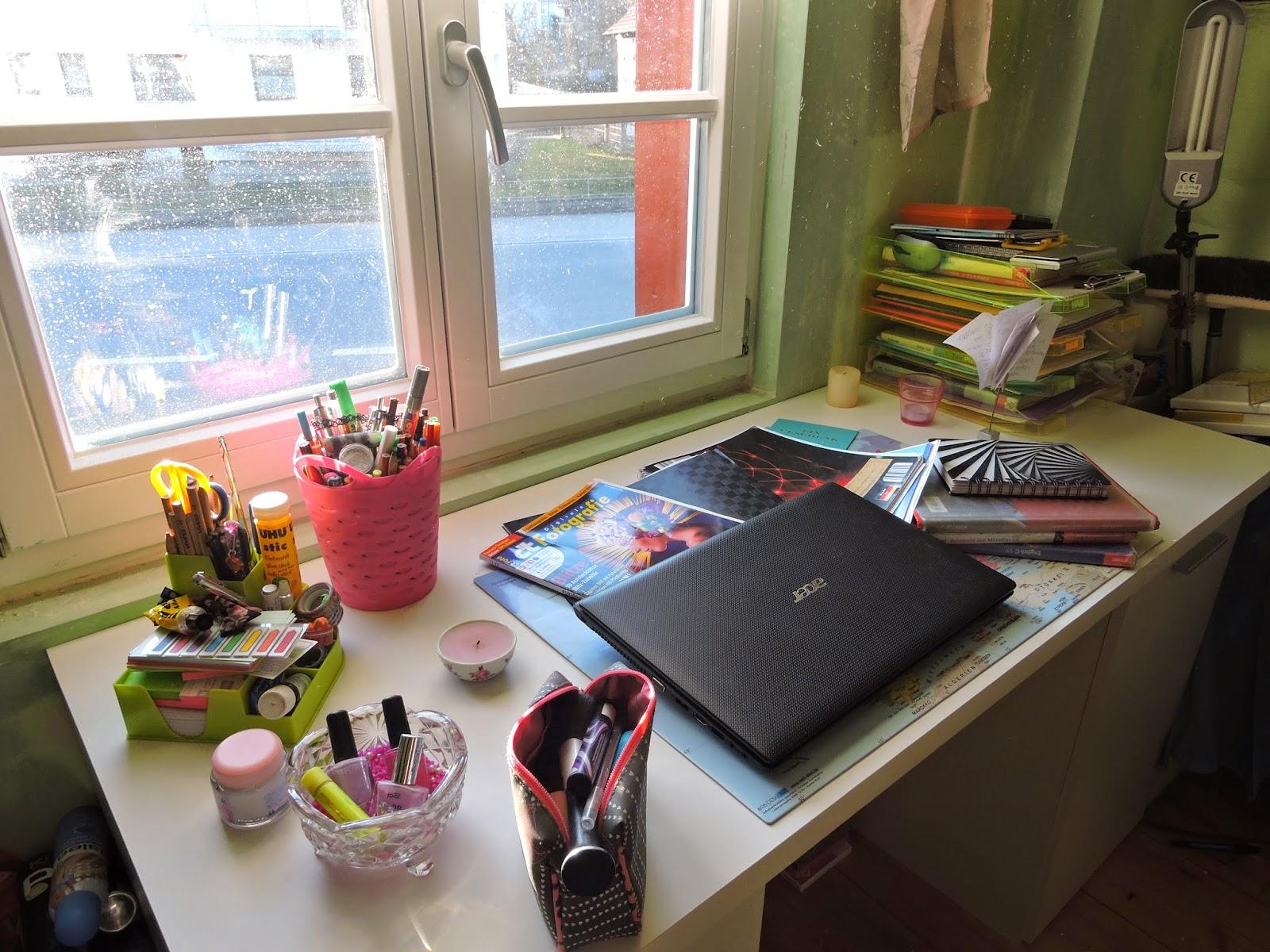 viktorias fashionblog diy whiteboard schreibtisch organisation. Black Bedroom Furniture Sets. Home Design Ideas