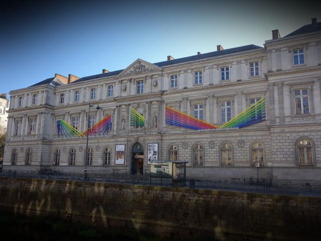 L'œuvre d'Anne-Flore Cabanis vient d'être posée sur la façade du Musée des Beaux-arts de Rennes - Quai Émile Zola - 18 Novembre 2018