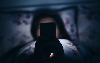 AWAS!!! Hati – Hati Penggunaan Gadget Sebelum Tidur