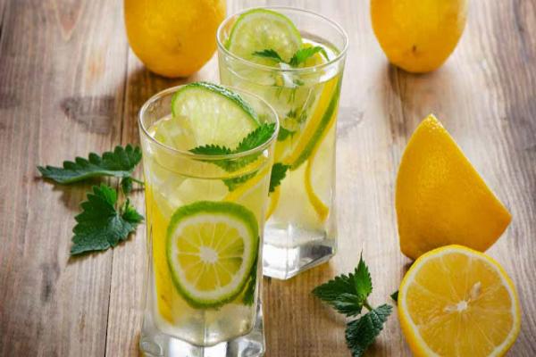 ¿Usted sabe que bebe agua de limón todos los días puede resolver estos 13 problemas de salud?