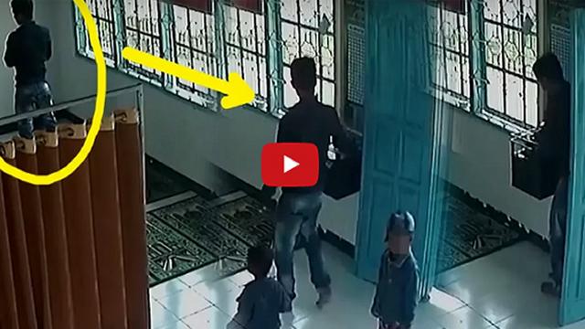 [VIDEO] Pura-pura Shalat, Suami-Istri Ini Terekam CCTV Lakukan Hal Memalukan Di Dalam Masjid