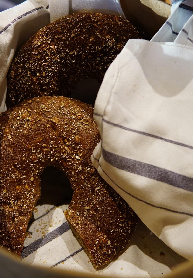 hotelliaamiainen, leipä