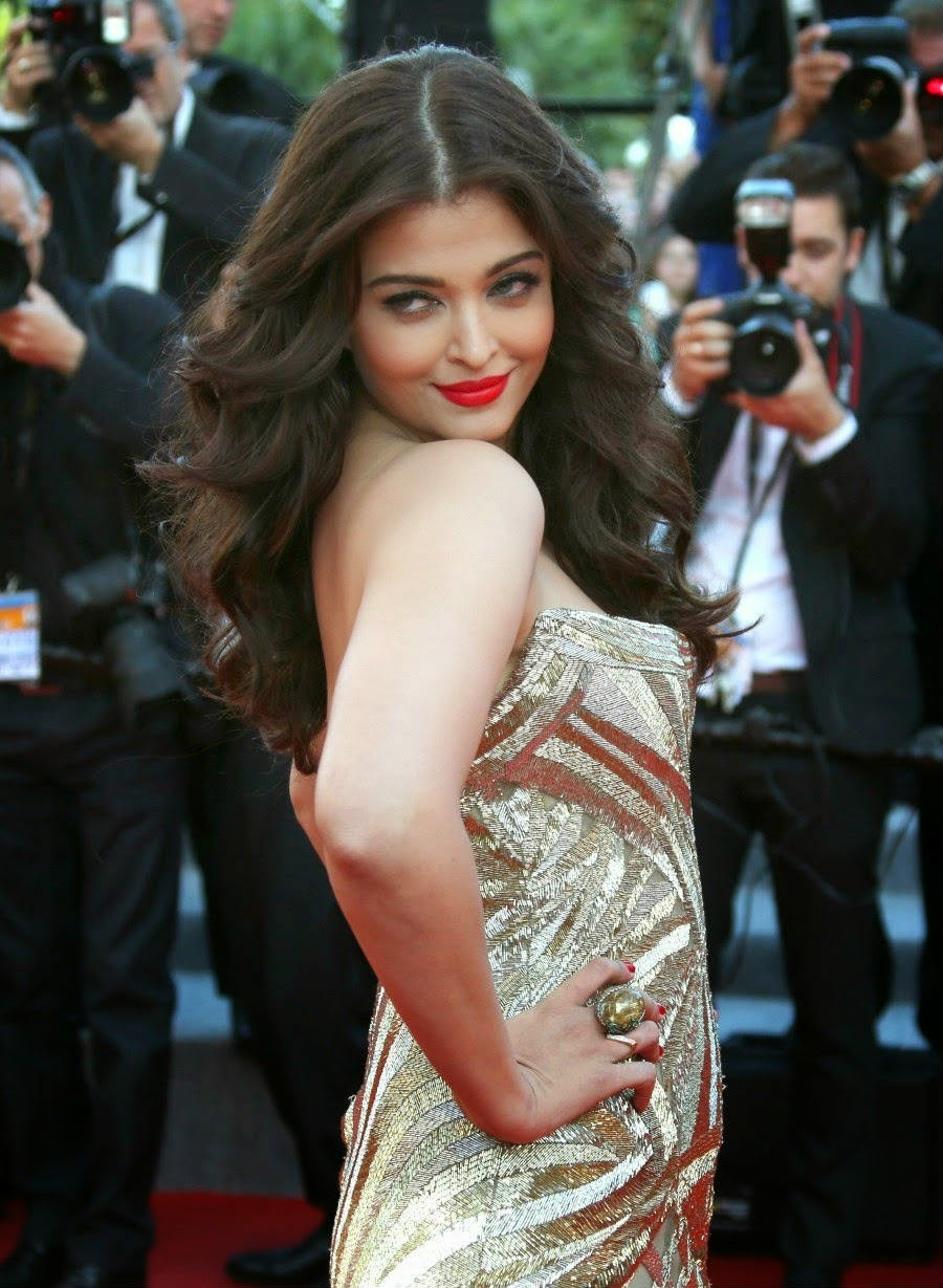 aishwarya rai bachchan in golden dress