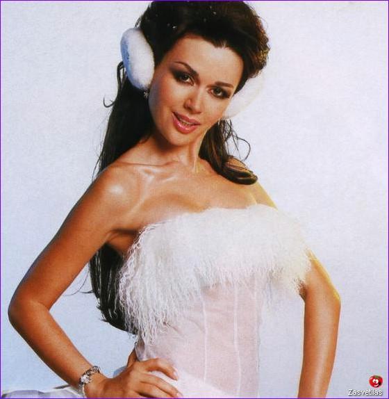 Анастасия Заворотнюк в журнале Максим