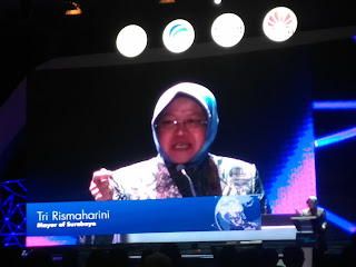 Bu Risma Walikota Surabaya dengan Konsep Smartcity