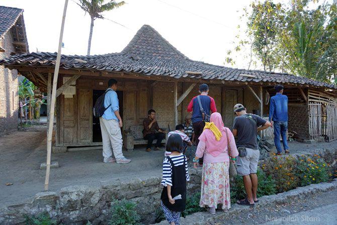 Berkunjung di salah satu rumah warga yang di desa Jarum