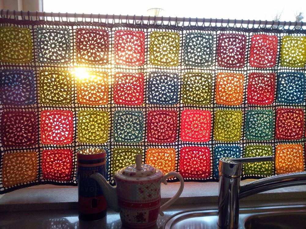 MES FAVORIS TRICOT-CROCHET: Modèle gratuit : Un rideau coloré au crochet