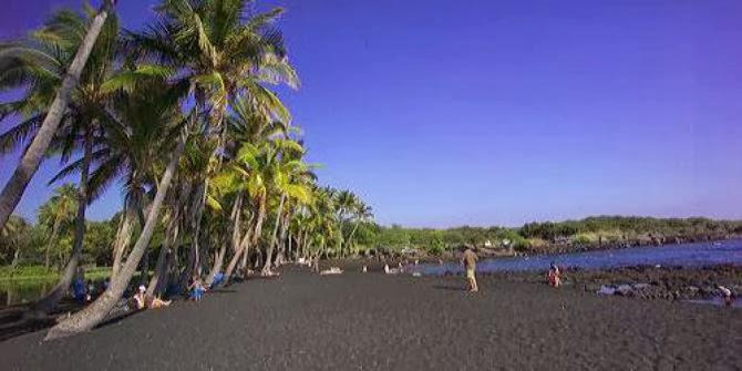 9 Pantai Berpasir Hitam nan Eksotis