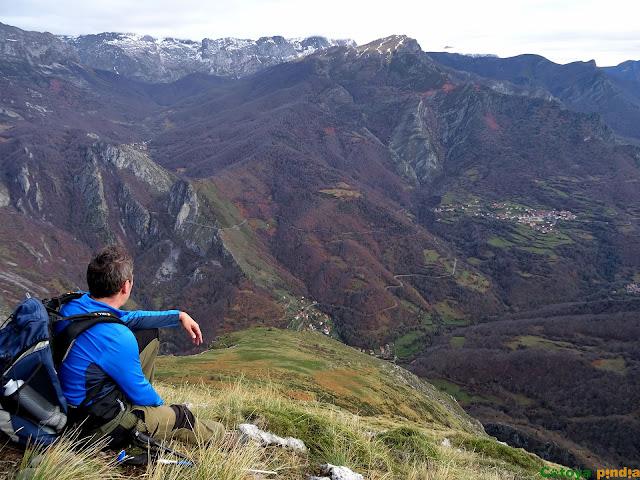 Vistas hacia el Macizo del Cornión en Picos de Europa