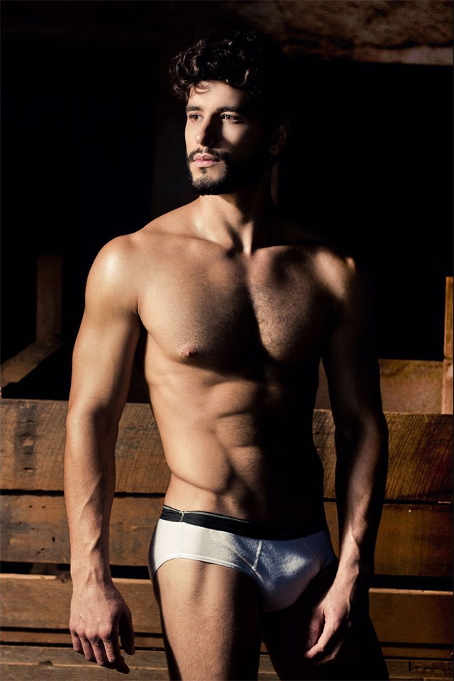 Modelo Thiago Sá posa sem roupa para ensaio sensual. Foto: Ronney Ferreira / Juliano Mendes Assessoria