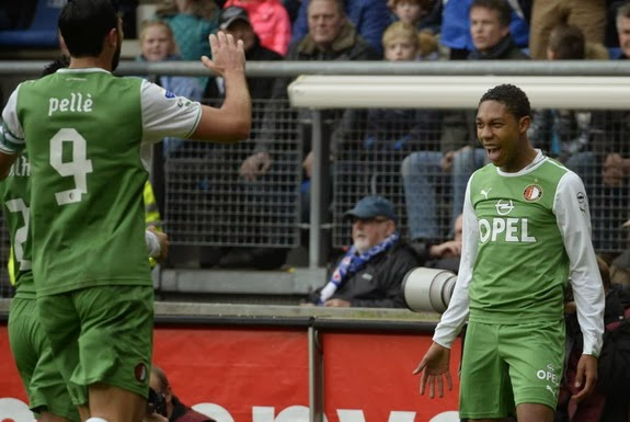 Jean-Paul Boëtius celebrates with Feyenoord teammates after scoring a goal against Heerenveen