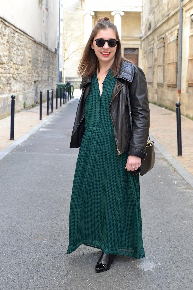 robe longue verte American Vintage, bottines noires à clou Dresslily, trio bag noir Céline, perfecto en cuir noir Isabel Marant