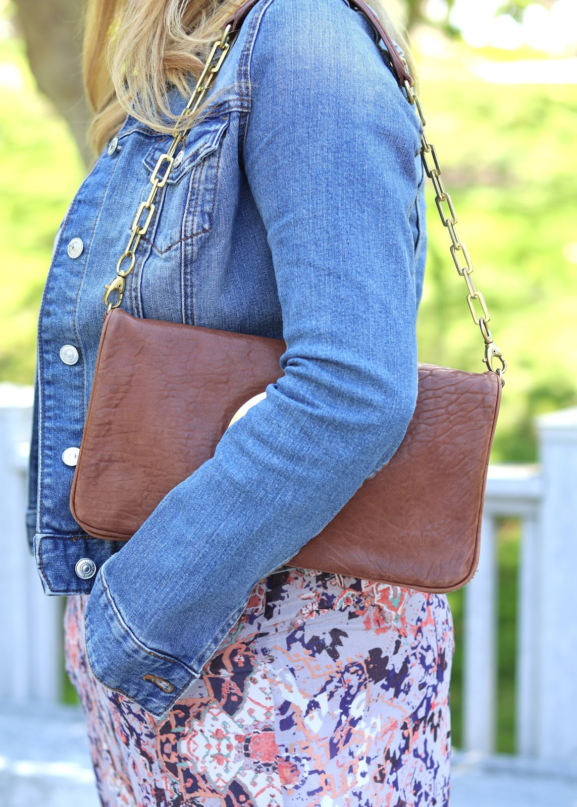 Tory Burch handbag, Tory Burch blogger, Jean Jacket and brown accessories, how to wear a brown bag, how to wear a tory burch bag
