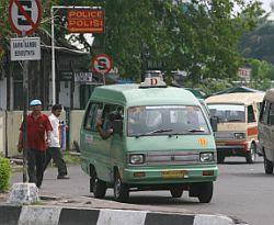 rxjootqf 9 Kebiasaan Buruk Orang Indonesia Saat Menggunakan Media Transportasi Umum