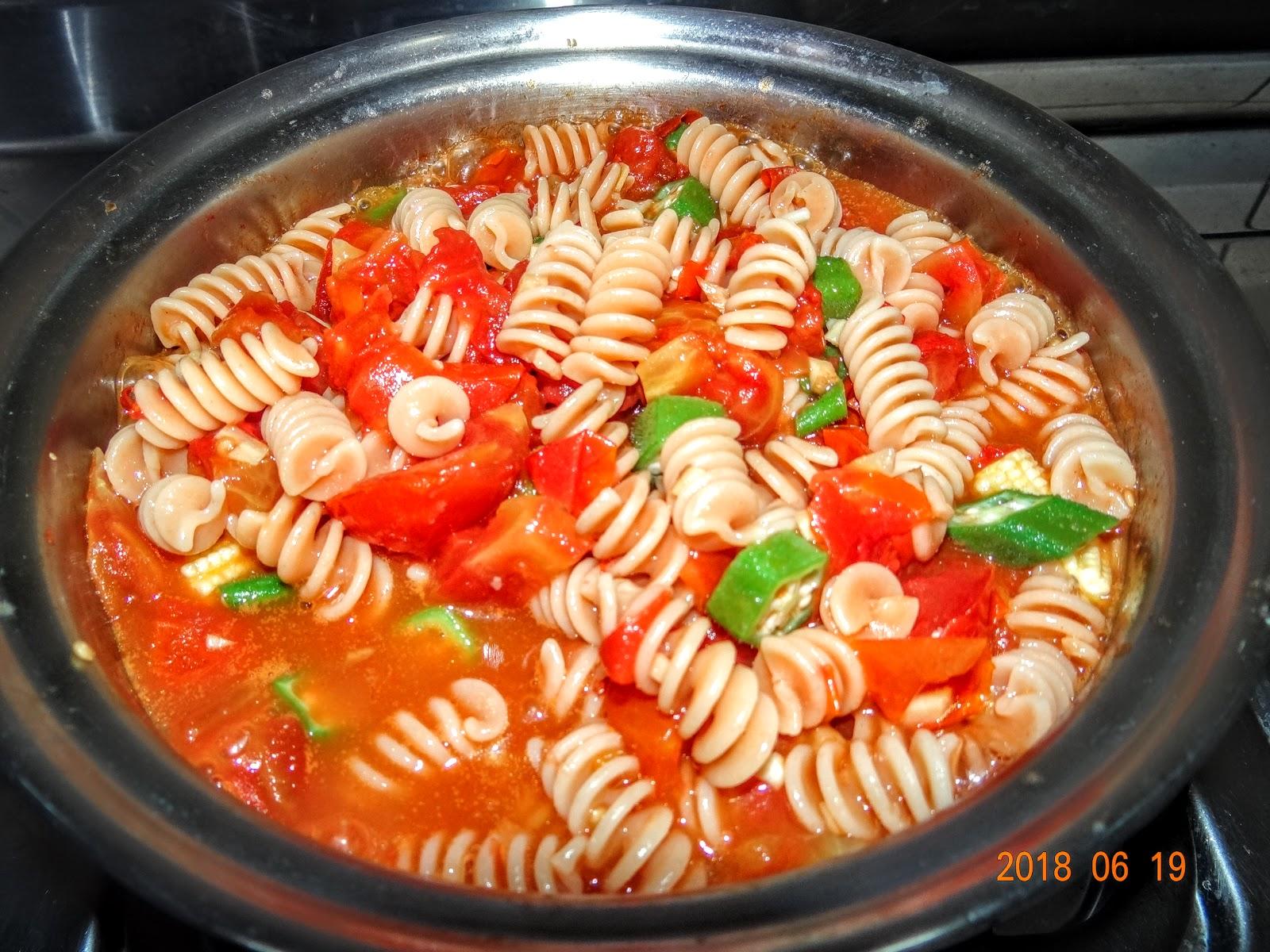 素食樂活-小紀營養師: 小紀素食料理DIY.番茄義大利紅扁豆螺旋麵(全素)