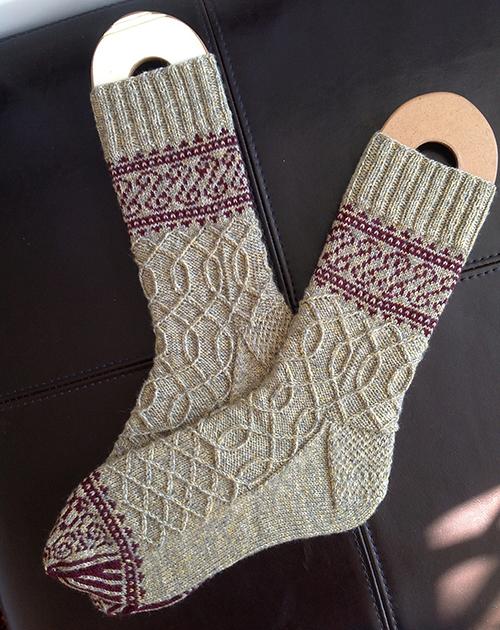 Eisern Socks - free pattern
