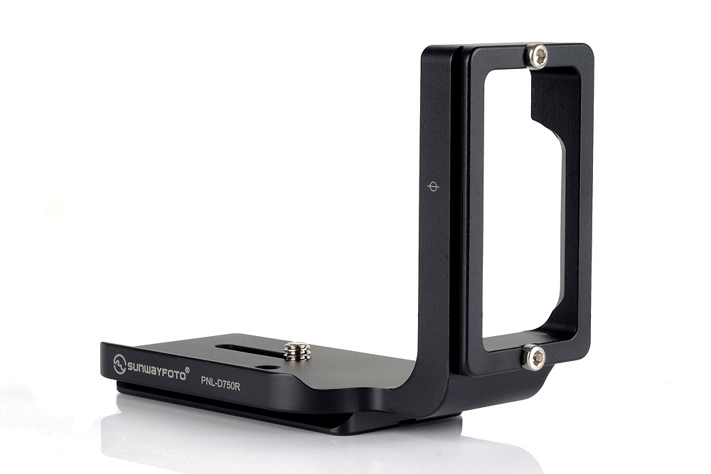 Sunwayfoto PNL-D750R Custom L Bracket front / right angle view