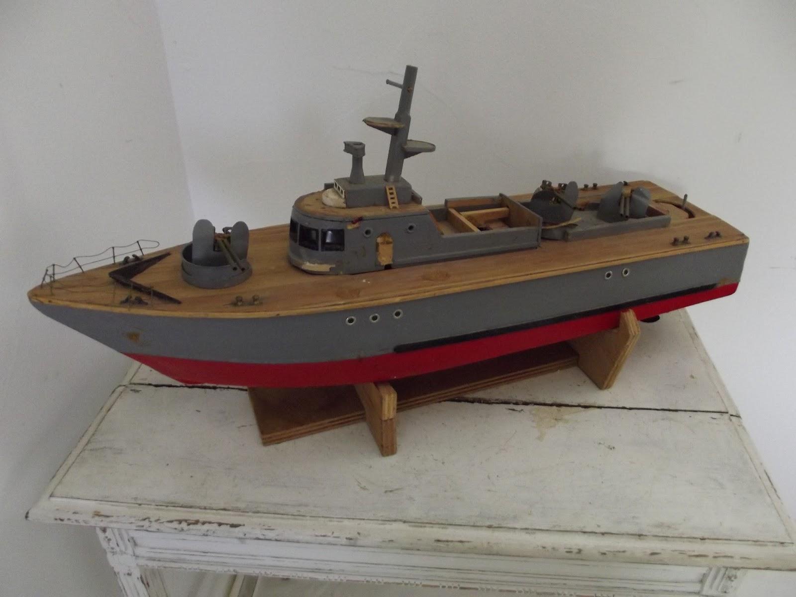 ancienne maquette de bateau bois artisanal navire militaire arm e a. Black Bedroom Furniture Sets. Home Design Ideas