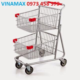 xe đẩy hàng cho khách tại siêu thị