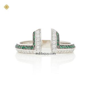Nhẫn vàng đính kim cương và ngọc bích ý tưởng cánh cổng thời gian