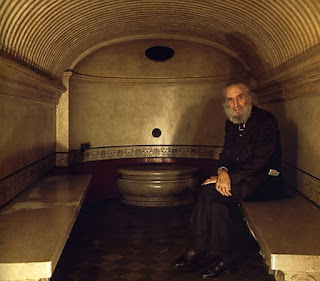 Mongiardino in a sauna he designed for a house in Turin known as the Fetta di Polenta for its unusual shape
