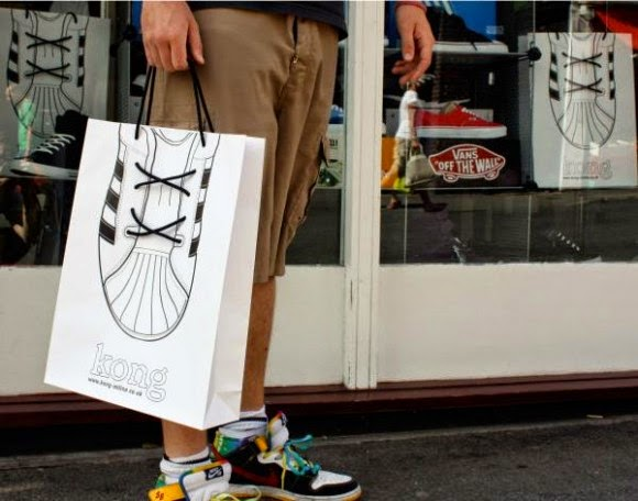 Tas Promosi - Kong Shoes Creative Bagvertising